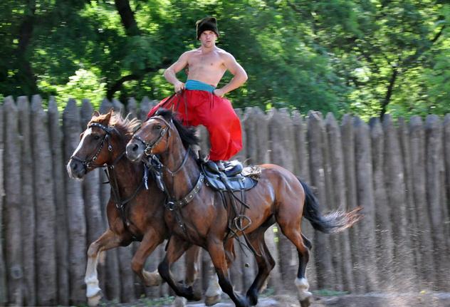Козачий конный театр «Лугари»